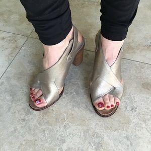 🌺 Gold Metallic Leather Sofft Heel Sandals 8M
